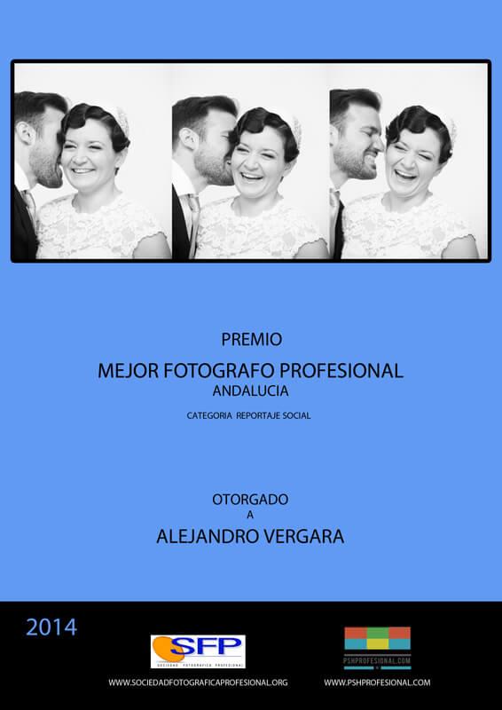 Premio al mejor fotógrafo profesional de Andalucía ortorgado a Alejandor Vergara, fundador de Imprimir Fotos Granada, una web para revelar fotos online baratas y de calidad