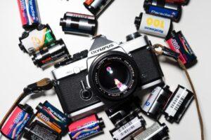 ¿Cómo poner un carrete de fotos en menos de 3 minutos?